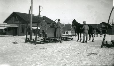 Släde. Furir Suneson, sergeant Bergman, A 6.