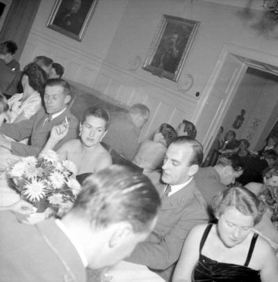 Som många andra lämnade Hans Thurfjell regementet när det blev infanteri igen 1957.  P 5 i Boden blev familjens nya hemvist. Senare återkom han som lärare och C Köravd på Arméns Motorskola i Strängnäs.