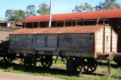 Botten- och sidotömningsvagn