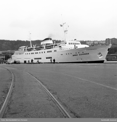 Finlandsfärja i Sundsvalls hamn, Wasa Express.
