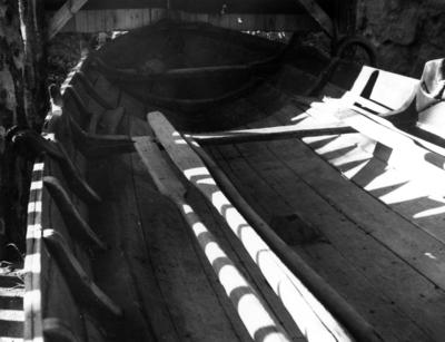 Skötbåt från Bolka. Inredning. I hembygdsmuseet i Öregrund okt. 1954.