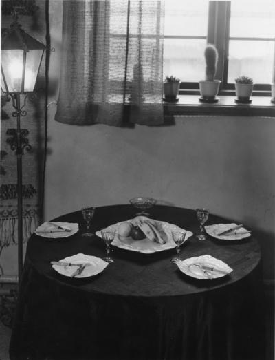 Bygge och Bo-utställningen i Gävle 1937. Dukat bord.