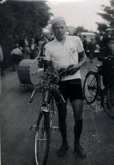 Cykeltävling juli 1938. Ture Karlsson, segrare i B-klassen och hela tävlingen.