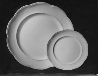 Fruktservis N.  Gefle Porslinsbruk AB bildades 22 september 1910 av Gustav Holmström och skeppsredare Erik Brodin. 1911 kunde produktionen komma igång. År 1913 ombildades företaget och bytte namn till Gefle Porslinsfabrik AB. 1979 lades fabriken ned.