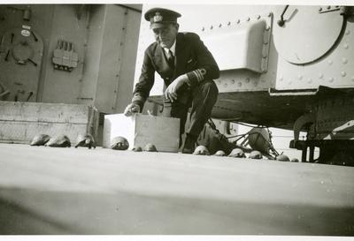 Gåva av Inger Höglund, Stockholm. Barnbarn till Gustav Adolf Höglund, född 1899 - 1987. Långresa med Gotland 1937 - 1938. Sekonden och hans sköldpaddor