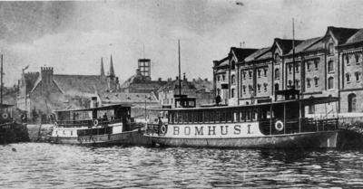 Bomhusbåtarna vid Skeppsbron i Gävle 1906.