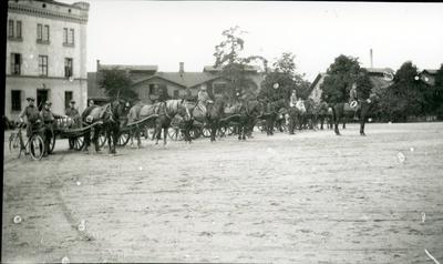 Hästanspännd formation på Ing 3 kaserngård.