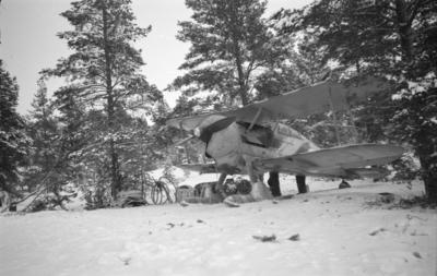 Flygplan Gloster Gladiator tillhörande F 19, Svenska frivilligkåren i Finland med motorkapell påsatt.