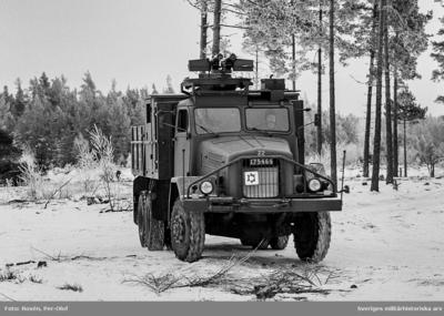 Lastterrängbil 957 Myrsloken. Förevisningsskjutning 1976 på Skillingaryds skjutfält.   Milregnr: 175464
