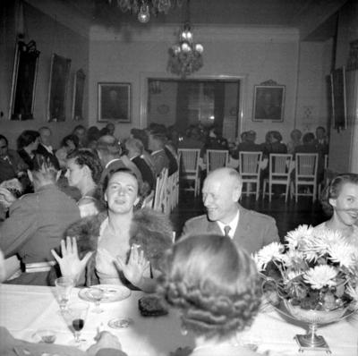 Årets höjdpunkt på mässen var den traditionstyngda Höstmiddagen med fruar.  Personer: Inga Nissler. Placering, se bild 2.