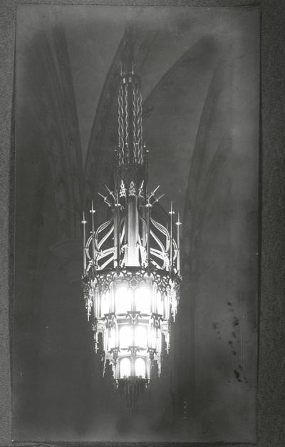 Oskarskyrkan Interiör. Ljuskrona, vid ombyggnad.