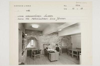 Hämeen linna, 152 sosiaaliset tilat, linna korjaustöiden jälkeen, huone 152, matkailusihteeri Elina Järvinen