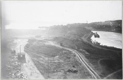 Ratinan suvannon rantaa, takana Pyhäjärvi