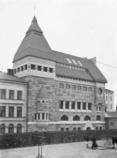 Korkeavuorenkatu 35, Lars Sonckin suunnittelema Helsingin Puhelinyhdistyksen talo