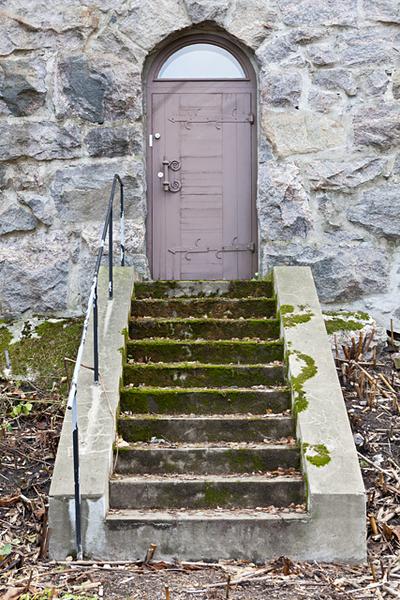 Hvitträskin pohjois-päädyn länsipuolen ovi