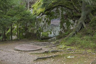 Hvitträsk, Saaristen hautamuistomerkki