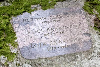 Hvitträsk, Saaristen ja Geselliuksen hautakivi