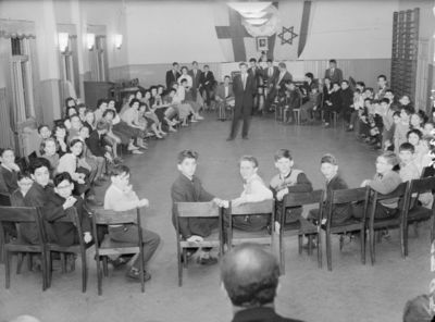 lastenjuhla juutalaisella koululla