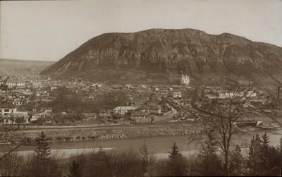 Piatra-Neamţ. Vedere generală spre Muntele Cozla