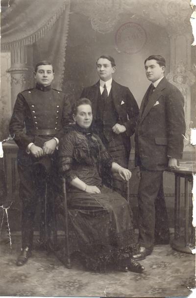 Aurelia Pipoș și fiii
