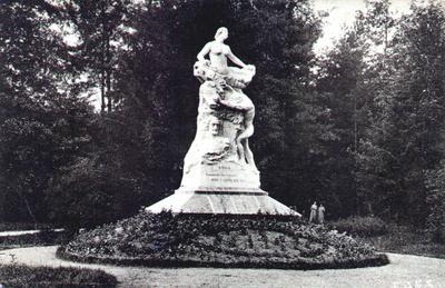 Monumentul Barbu Știrbei în Parcul Zăvoi din Râmnicu Vâlcea