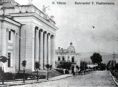 Rm. Vâlcea-Palatul de cultură de pe Bulevardul T. Vladimirescu