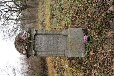 Monumente funerare eclectice/clasicizante din cimitirul satului Boghiş