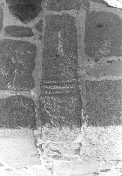 Ara reutilizada en una de las torres de la puerta del Rastro