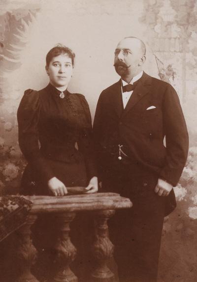 Portrait of Milan and Ljubica Hadzi Popovic. Photography from photo album of Anastas Jovanovic.