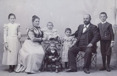 Group portrait of family Popovic