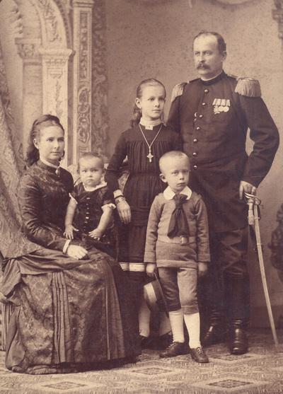 Group portrait of family Horstig