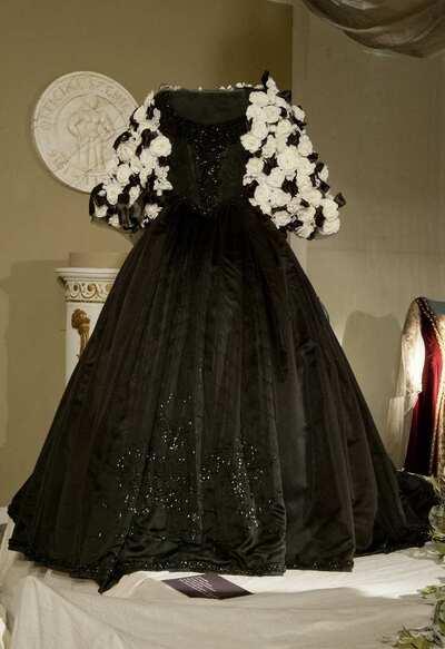 Stage costume  for Violetta per Traviata