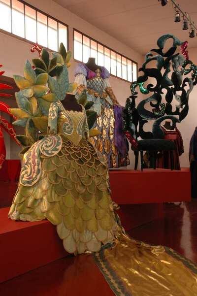 I Barocchi Atto I. Costumi di scena della Fondazione Cerratelli e sculture di Carla Tolomeo.