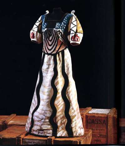 Stage costume  for Castellana per I Puritani