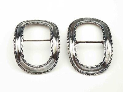 Paar schoengespen met gebogen holle band, ovaal van vorm