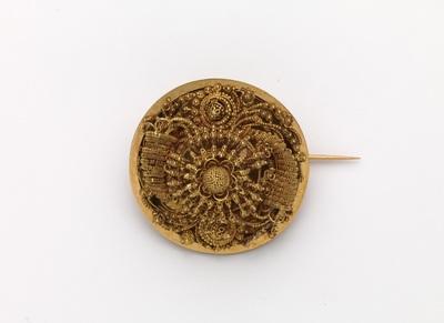 Gouden broche met cantillewerk van onder andere hoorn des overvloeds