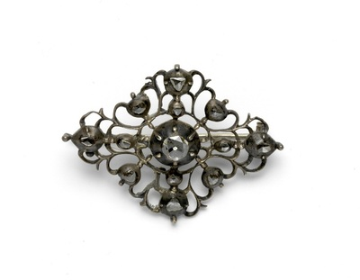 Ruitvormig zilveren ajourbroche met diamant