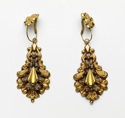 Paar gouden oorhangers