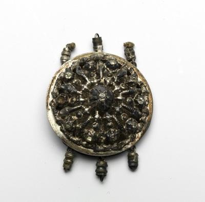 Collierslot van zilver, rozetvormig, met diamanten