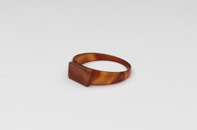 Ring van agaatsteen, langwerpig plaatje