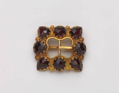 Vierkant collierslot van goud met granaten en cantillewerk