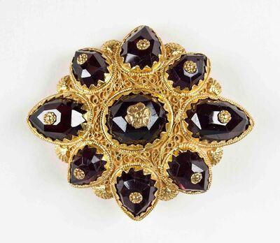 Rechthoekige gouden roche met granaten en cantillewerk
