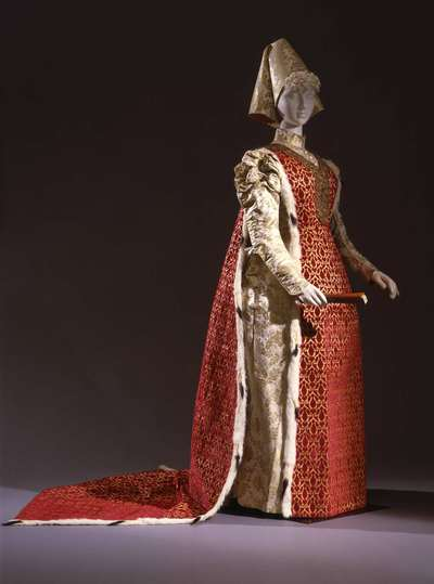 Costume femminile per ballo storico, con cappello.