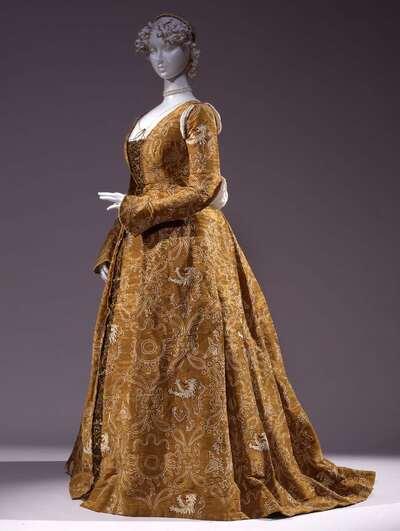 Costume femminile per ballo storico.