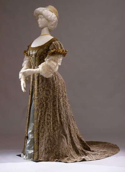 Costume teatrale femminile.
