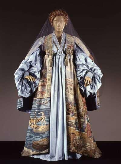 Costume teatrale (Lidia, nelle vesti di Aurinda).