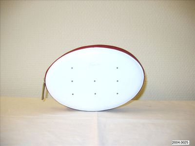Kleine tas in wit leer met rode binnenkant