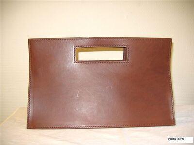 Rechthoekige handtas in bruin leer met uitgespaarde handvaten