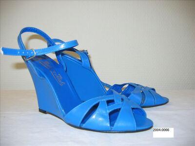 Open schoenen in felblauw imitatieleer met sleehak