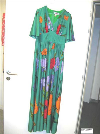 Lange jurk in felgroen polyester met grote bloemen